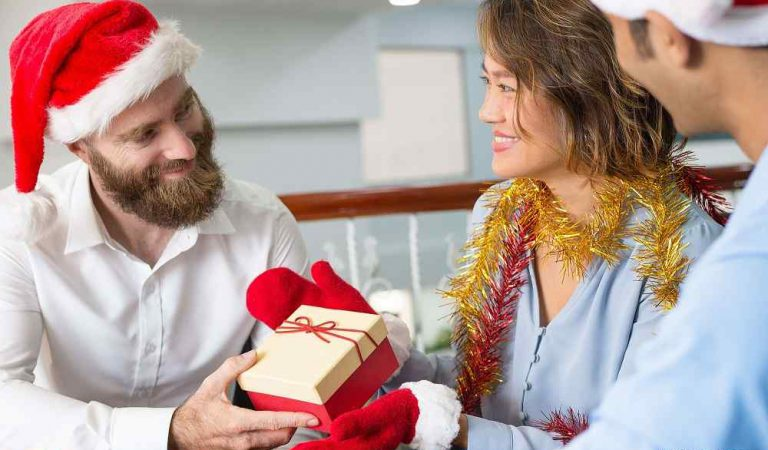 The Art of Gifting: Boosting Relationship with your Employees